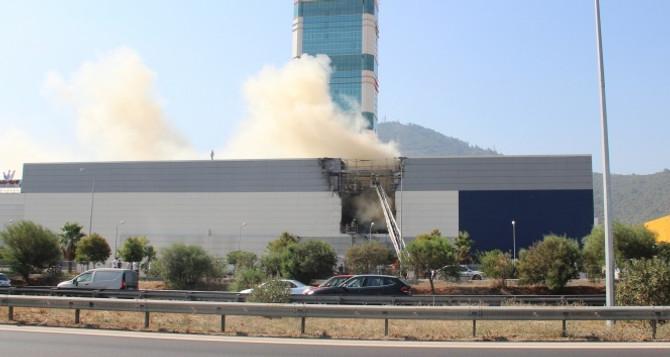 İzmir'de AVM'de yangın