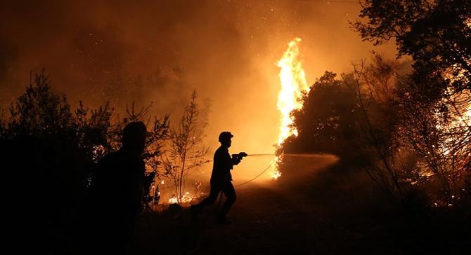 Yunanistan'daki orman yangını büyüyor