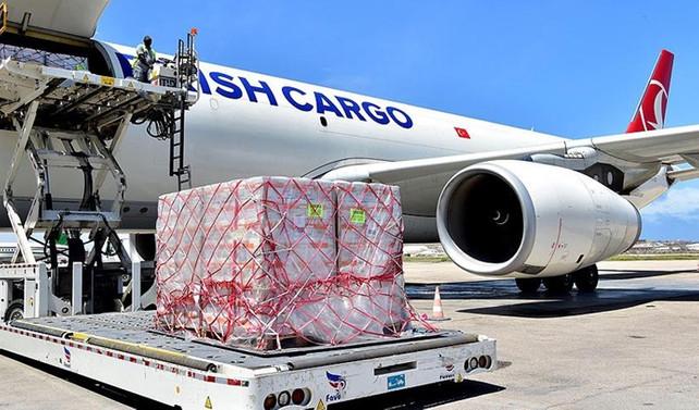 THY'den Somalili çocuklara 60 ton besin yardımı