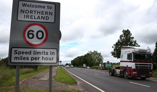 İngiltere, Kuzey İrlanda ve İrlanda arasında sınır kontrolü istemiyor