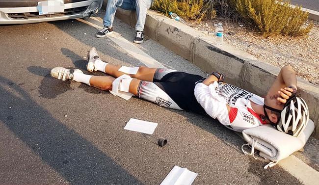 'Bisiklet sporcusuna otomobil çarptı'