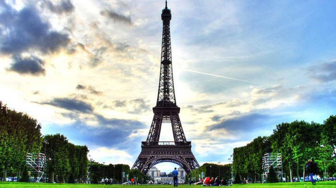 Paris'e yılın ilk yarısında 16 milyon turist geldi