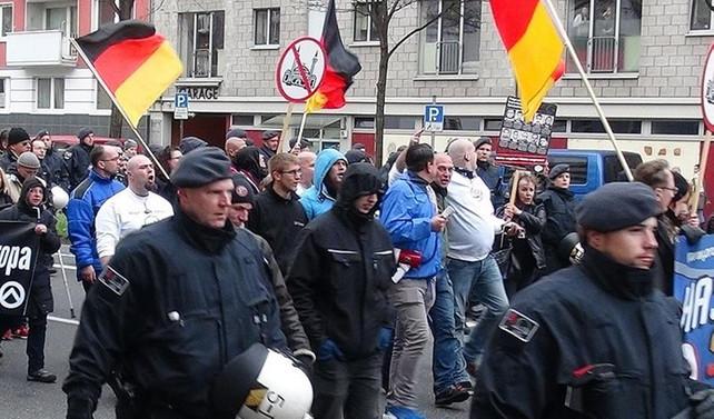'Almanya dışlayıcı İslam politikasından vazgeçilmeli'