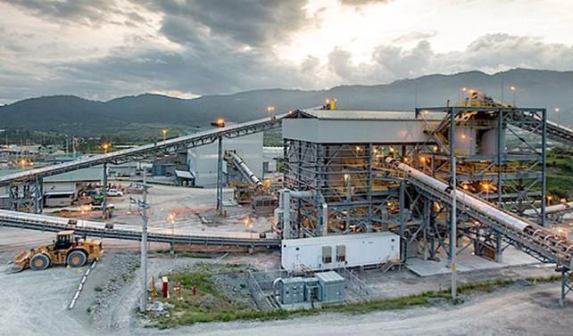 Dev gümüş madeninde üretim durdu