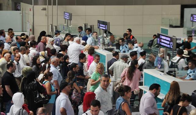 Atatürk Havalimanı'nı bir günde 202 bin yolcu kullandı