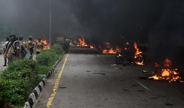 Hindistan'da çatışmalar sürüyor: 32 ölü