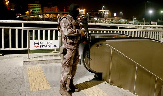 Metro istasyonunda silah sesleri