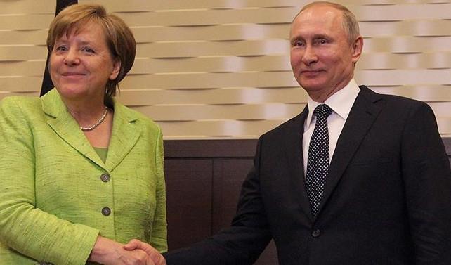 Merkel ile Putin Kuzey Kore'yi görüştü
