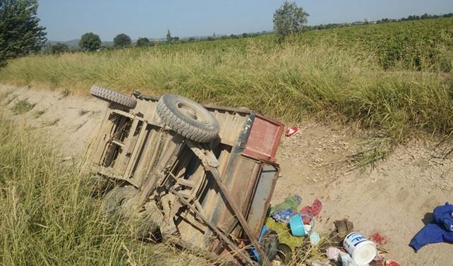 Tarım işçilerini taşıyan traktör devrildi: 16 yaralı