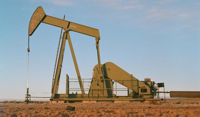 Petrol 54 dolardaki seyri sürdürüyor