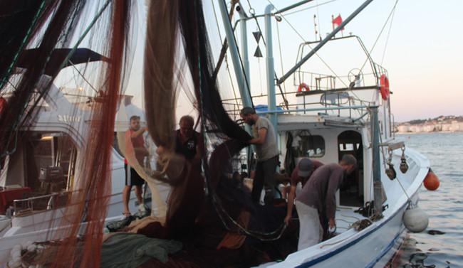Balıkçılar bol balık avlamak için yarını bekliyor