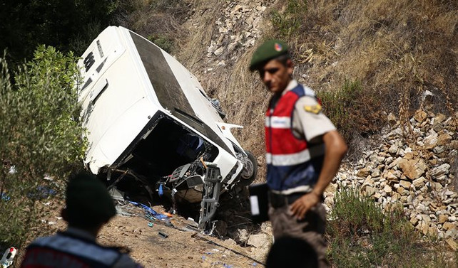 Antalya'da midibüs uçuruma yuvarlandı: 4 ölü