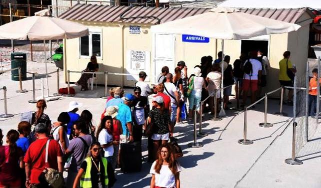 Yunan adalarına Türk akını sürüyor