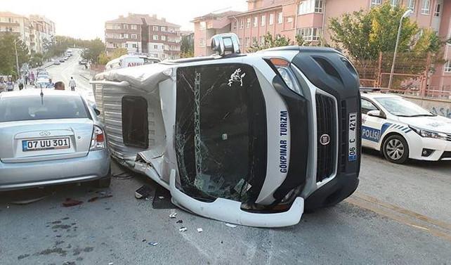 Başkentte öğrenci servisi devrildi: 10 yaralı