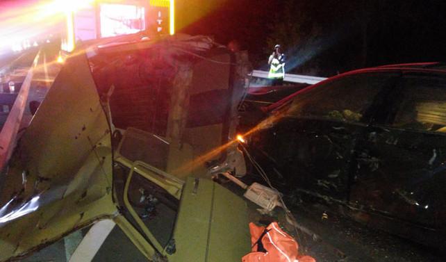 Balıkesir'de iki otomobil çarpıştı: 4 ölü, 3 yaralı