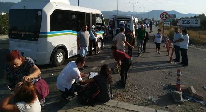 Balıkesir'de minibüsler çarpıştı: 41 yaralı