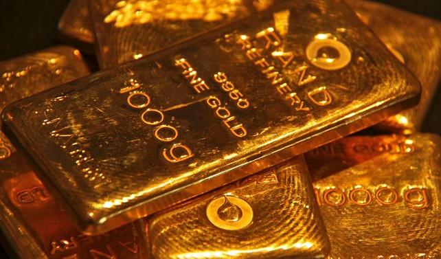Altın, Fed sonrası hızla düşüyor