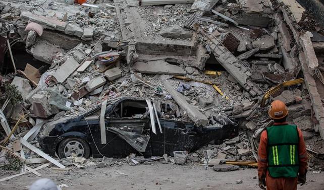 Meksika'da enkaz altından 52 kişi kurtarıldı