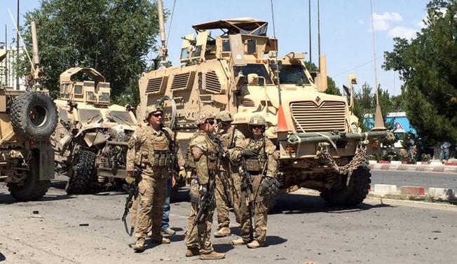 Kabil'de NATO konvoyuna saldırı