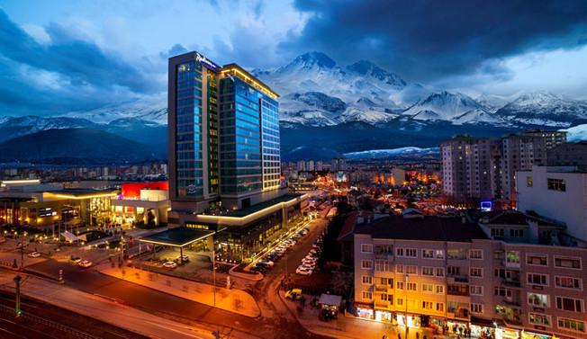 Radisson Blu Hotel 2018'den umutlu