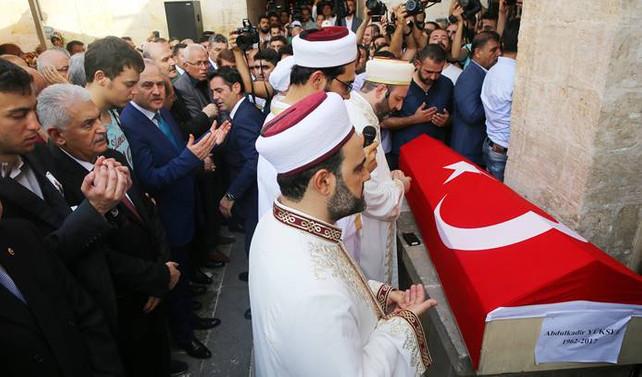 Milletvekili Abdulkadir Yüksel, son yolculuğuna uğurlandı
