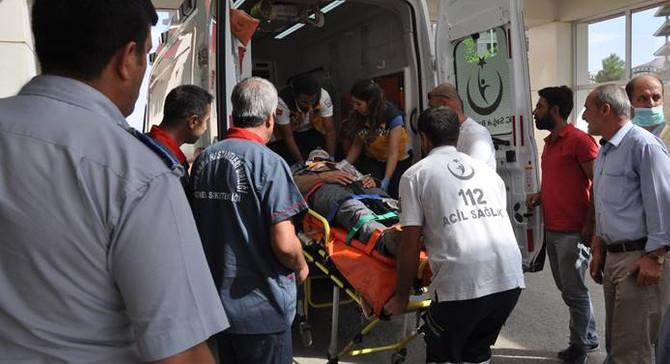 Tarım işçilerini taşıyan minibüs devrildi: 1 ölü, 14 yaralı