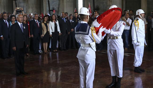 Kılıçdaroğlu, Anıtkabir'i ziyaret etti
