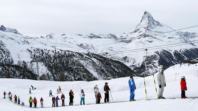İsviçre'de mahsur kalan 13 bin turiste iyi haber