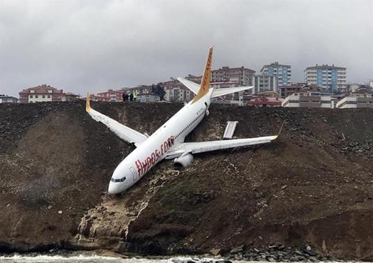 Uçağın kurtarılması için havalimanı bir gün kapatılacak