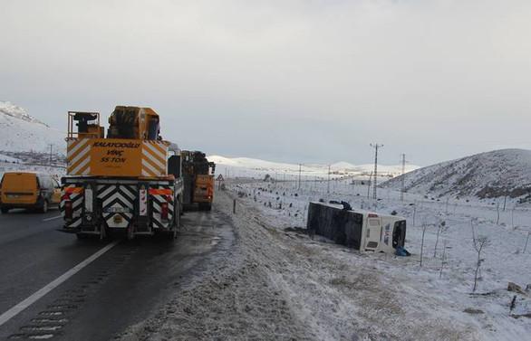 Konya'da yolcu otobüsü şarampole devrildi: 38 yaralı