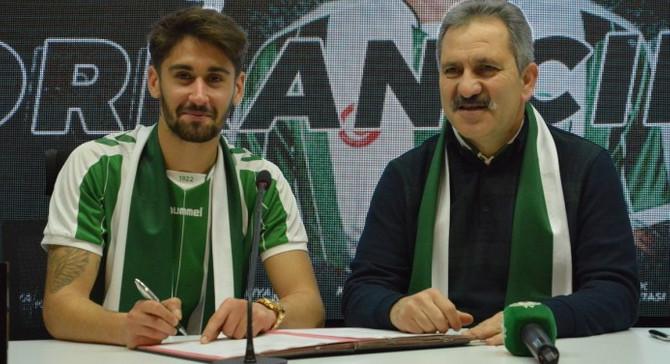 Orkan Çınar Atiker Konyaspor'la imzaladı