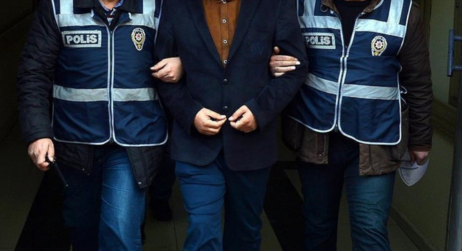 12 askere FETÖ'den gözaltı