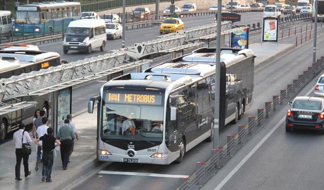 Metrobüsle günde 756 bin kişi taşındı