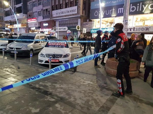 Zeytinburnu'nda silahlı saldırı: 3 yaralı