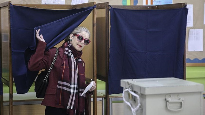 Güney Kıbrıs'ta 'başkanlık' seçimi ikinci tura kaldı