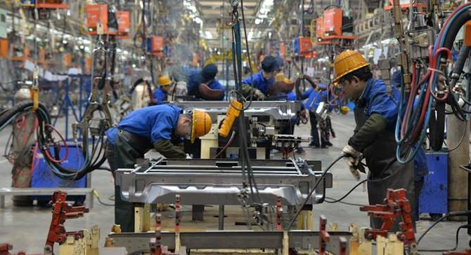 Çin'de imalattaki artış 8 ayın en düşük seviyesinde