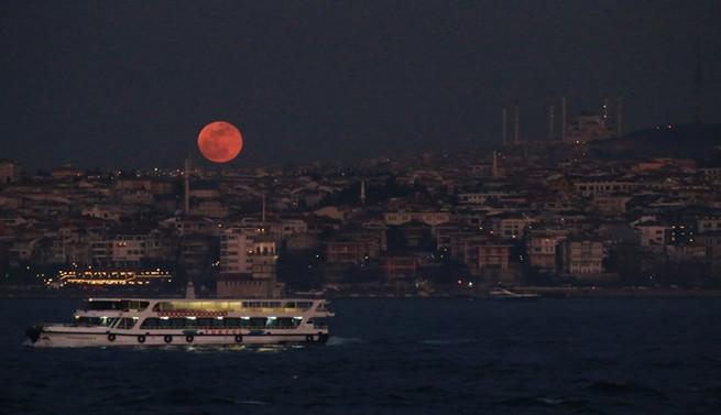 'Süper Kanlı Mavi Ay' İstanbul'dan da izlendi