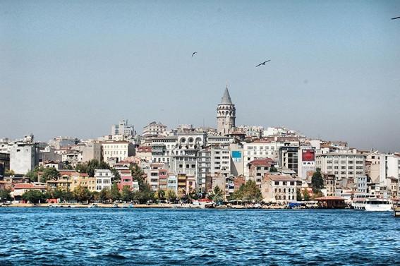 FT: Turistler Türkiye'ye geri dönüyor