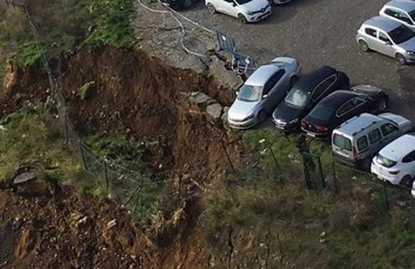 Ataşehir'de toprak kayması: Arabalar asılı kaldı