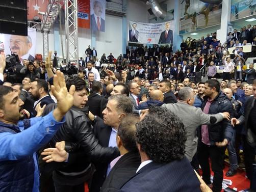 CHP İzmir kongresinde pankart tartışması