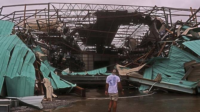 Kasırgada ölü sayısı arttı, 800 bin kişi elektriksiz kaldı