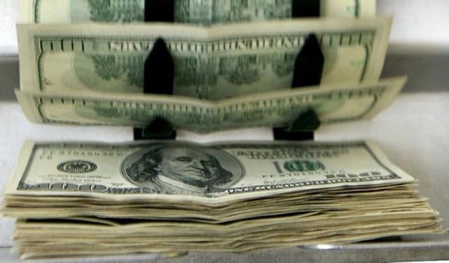 İran'da halk dolar bozdurmak için sarraflara hücum etti