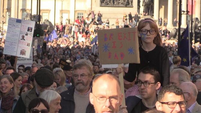 Londra'da yüz binler yeni Brexit referandumu için yürüdü