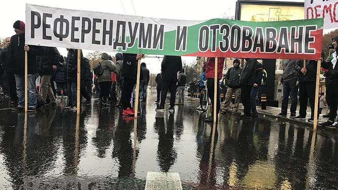 Bulgaristan'da göstericiler sınır kapılarını ve otoyolları trafiğe kapadı