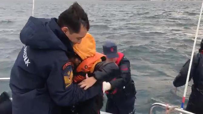 Ege'de 44 düzensiz göçmen kurtarıldı