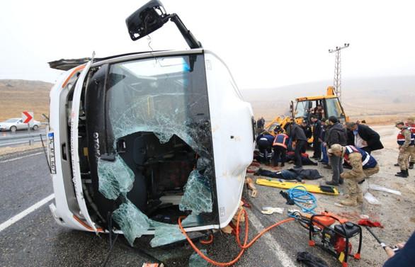 Malatya'da midibüs devrildi: 7 ölü, 15 yaralı