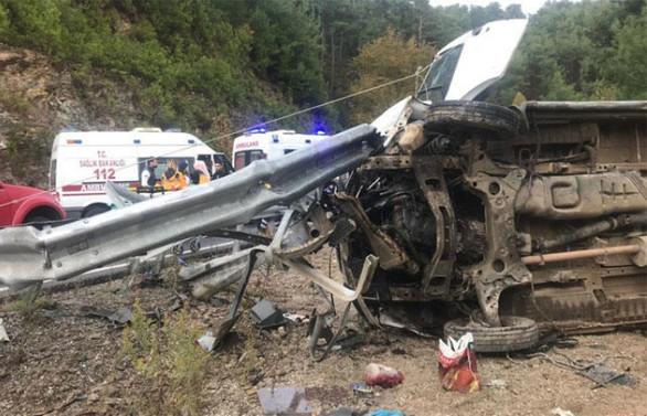 Antalya'da minibüs devrildi: 1 ölü, 26 yaralı