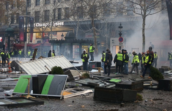 Paris'teki gösteride 101 gözaltı