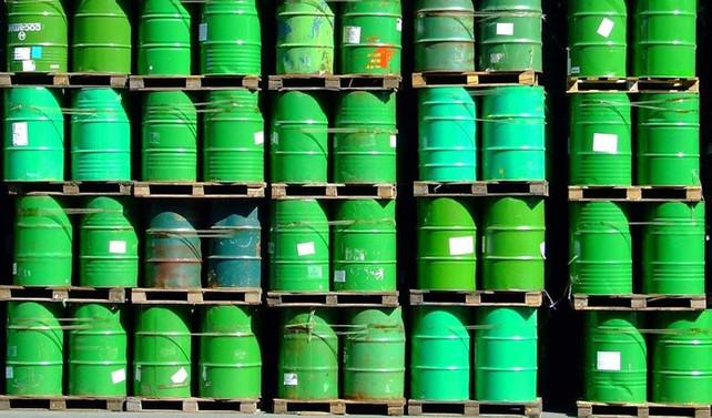 Petrol stoklarında artış sürdü, fiyatlar geriledi