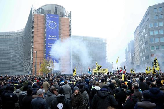 Brüksel'de göç karşıtı gösterilerde 90 gözaltı